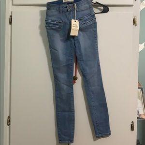 Skinny ankle grazer jeans.